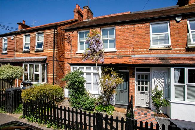Guide Price £580,000, 3 Bedroom End of Terrace House For Sale in Marlow, SL7