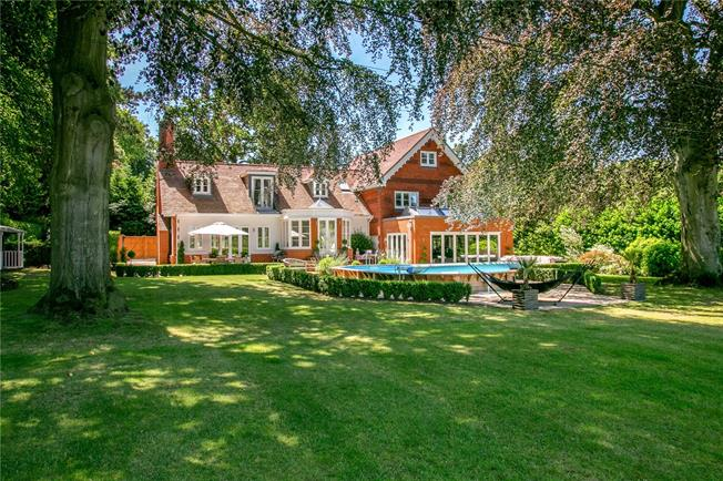 Guide Price £2,750,000, 5 Bedroom Detached House For Sale in Cookham, SL6