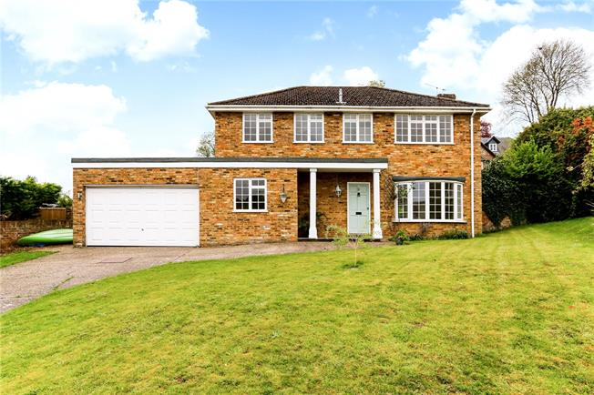 Asking Price £1,295,000, 4 Bedroom Detached House For Sale in Marlow, SL7