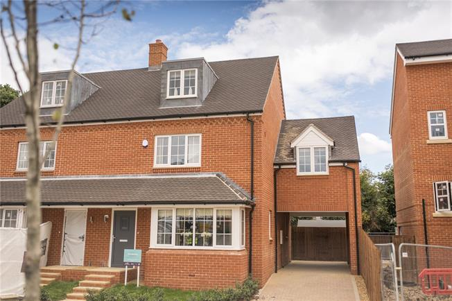 Asking Price £625,000, 3 Bedroom Semi Detached House For Sale in Lane End, Buckinghamshire, HP14
