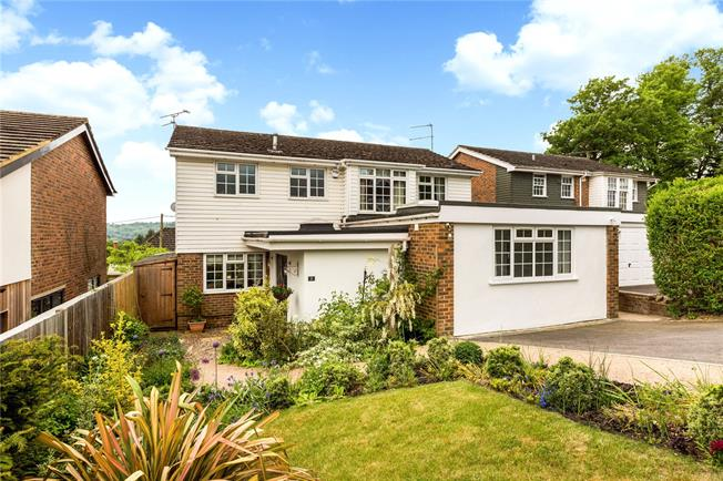 Guide Price £895,000, 4 Bedroom Detached House For Sale in Marlow, SL7
