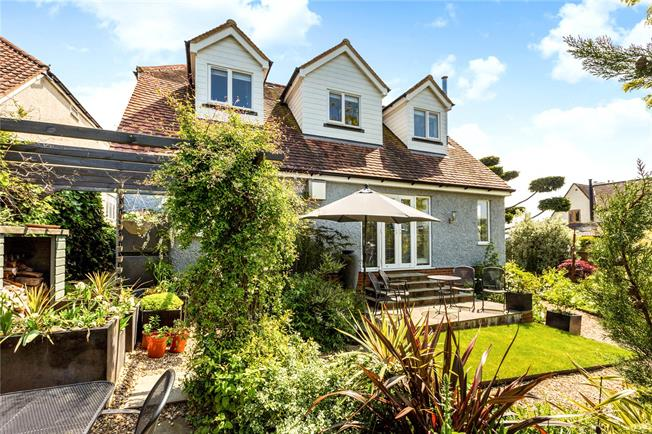 Guide Price £800,000, 4 Bedroom Detached House For Sale in Buckinghamshire, SL8
