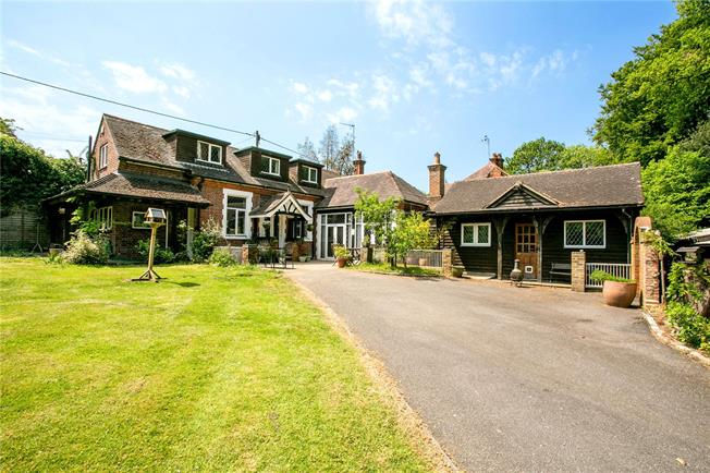 Guide Price £850,000, 3 Bedroom Detached House For Sale in Cadmore End, HP14