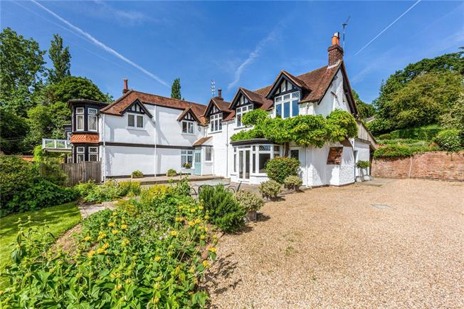Guide Price £1,500,000, 4 Bedroom Semi Detached House For Sale in Cookham, SL6