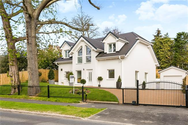 Guide Price £1,450,000, 4 Bedroom Detached House For Sale in Buckinghamshire, SL7
