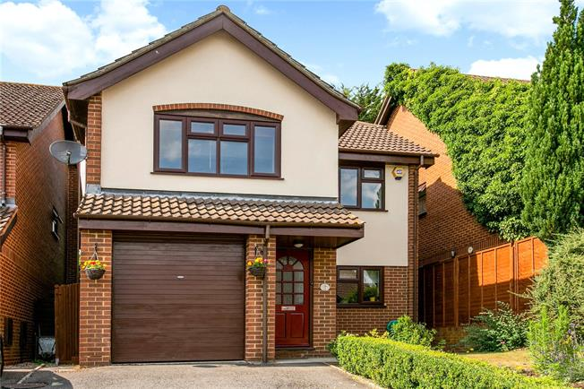 Guide Price £597,500, 4 Bedroom Detached House For Sale in Buckinghamshire, SL7