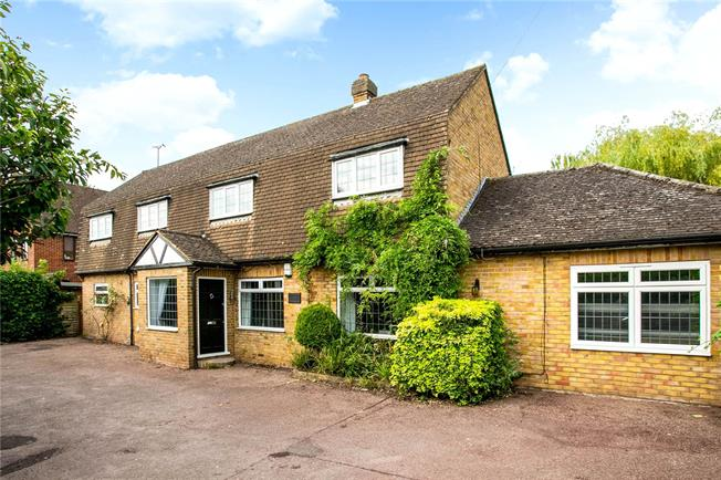 Guide Price £1,200,000, 4 Bedroom Detached House For Sale in Bourne End, SL8