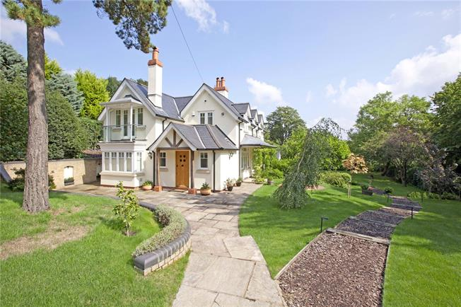 Guide Price £1,795,000, 4 Bedroom Detached House For Sale in Cookham, SL6