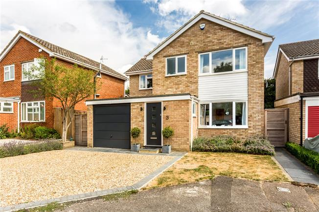 Guide Price £825,000, 5 Bedroom Detached House For Sale in Marlow, SL7