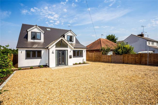 Guide Price £699,950, 4 Bedroom Detached House For Sale in High Wycombe, Buckinghams, HP14