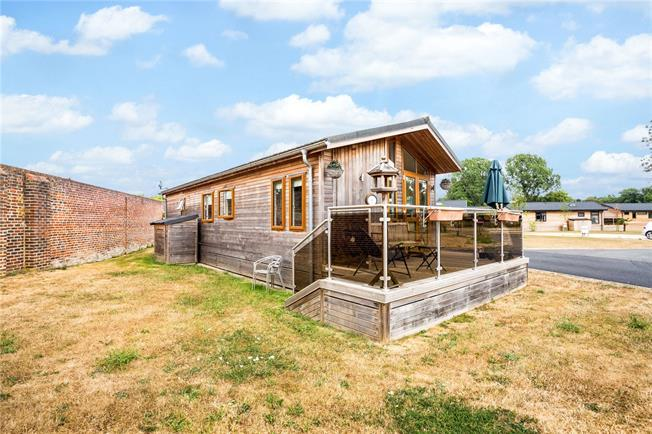 Guide Price £184,950, 2 Bedroom Bungalow For Sale in Marlow, SL7