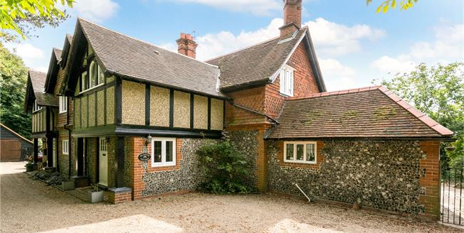Guide Price £875,000, 4 Bedroom Semi Detached House For Sale in Medmenham, SL7