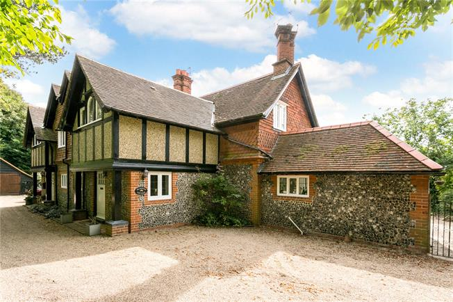 Guide Price £875,000, 4 Bedroom Semi Detached House For Sale in Medmenham, SL7