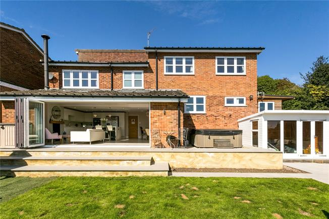 Guide Price £860,000, 4 Bedroom Detached House For Sale in Buckinghamshire, SL7