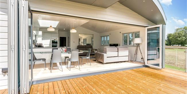 Guide Price £699,950, 3 Bedroom Bungalow For Sale in Marlow, Buckinghamshire, SL7