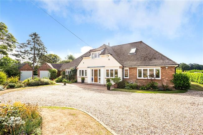 Guide Price £1,250,000, 5 Bedroom Detached House For Sale in Frieth, RG9