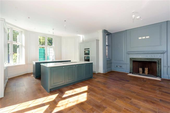Asking Price £750,000, 2 Bedroom Flat For Sale in Marlow, Buckinghamshire, SL7