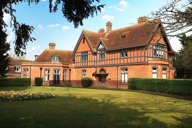 Asking Price £495,000, 2 Bedroom Flat For Sale in Marlow, Buckinghamshire, SL7