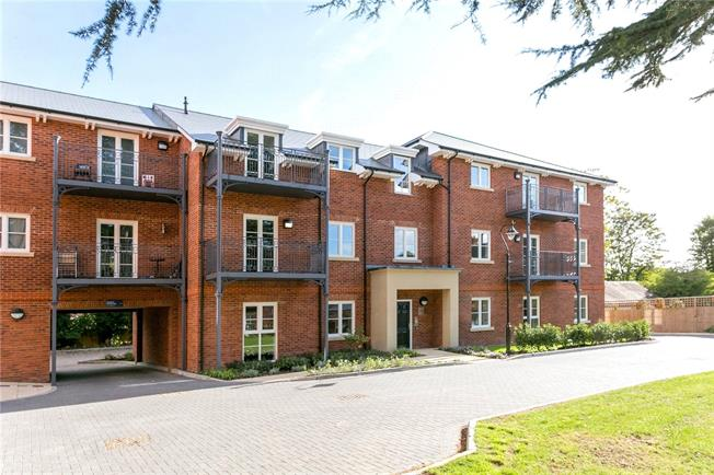 Asking Price £184,000, 2 Bedroom Flat For Sale in Marlow, Buckinghamshire, SL7