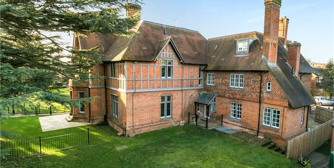 Asking Price £499,950, 2 Bedroom Flat For Sale in Marlow, Buckinghamshire, SL7