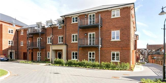 Asking Price £371,250, 2 Bedroom Flat For Sale in Marlow, Buckinghamshire, SL7