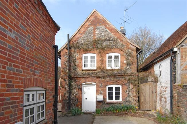 Guide Price £950,000, 3 Bedroom Detached House For Sale in Buckinghamshire, SL7