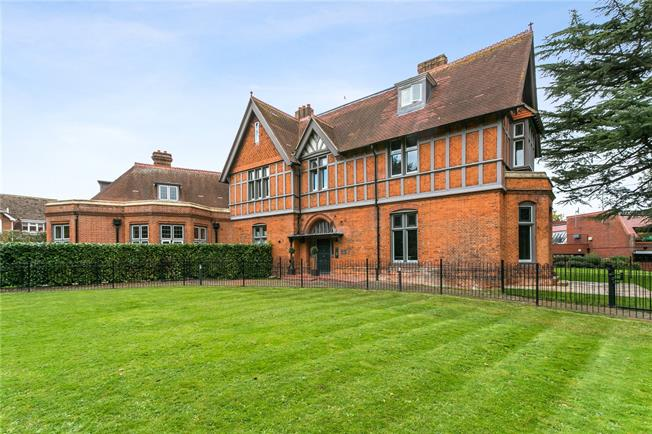 Asking Price £360,000, 1 Bedroom Flat For Sale in Marlow, SL7