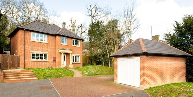 Guide Price £925,000, 4 Bedroom Detached House For Sale in Marlow, SL7