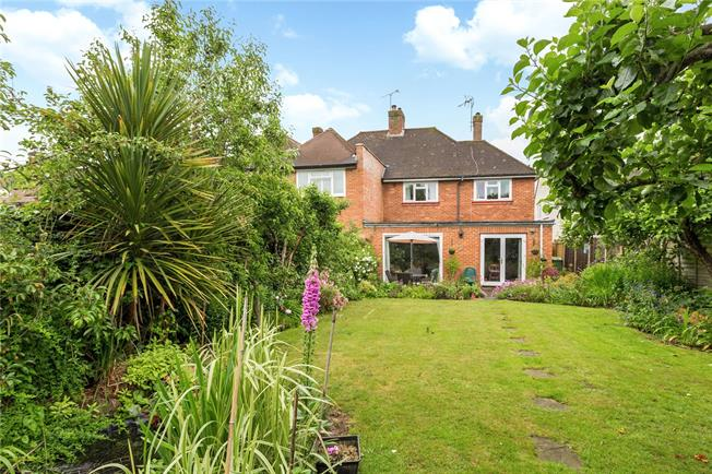 Guide Price £525,000, 3 Bedroom Semi Detached House For Sale in Marlow, SL7