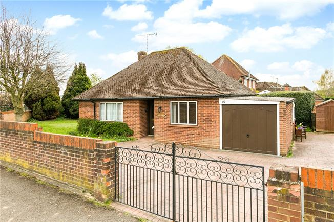 Asking Price £500,000, 2 Bedroom Bungalow For Sale in Bourne End, SL8