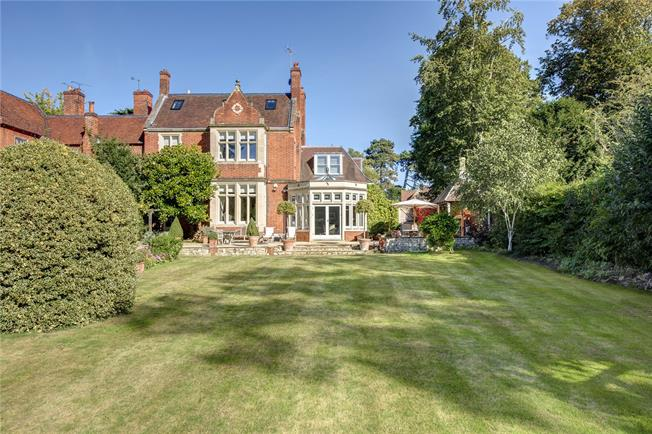 Guide Price £2,500,000, 5 Bedroom End of Terrace House For Sale in Hurley, SL6