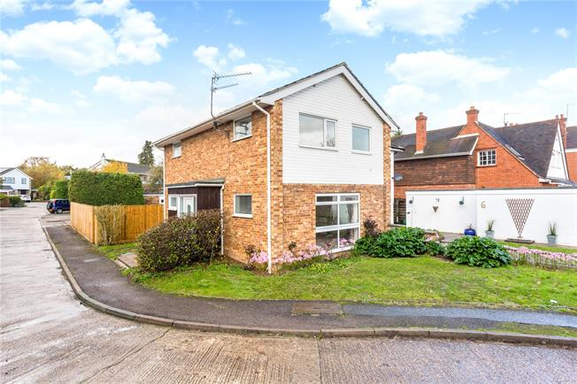 Guide Price £585,000, 3 Bedroom Semi Detached House For Sale in Marlow, SL7