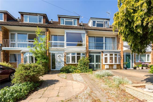 Guide Price £569,500, 3 Bedroom Terraced House For Sale in Marlow, SL7