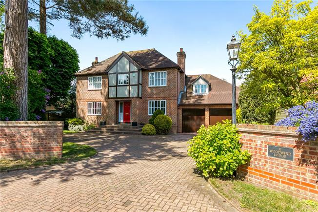 Asking Price £1,500,000, 5 Bedroom Detached House For Sale in Buckinghamshire, SL7