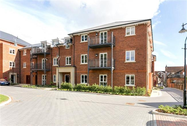 Asking Price £117,500, 2 Bedroom Flat For Sale in Marlow, SL7