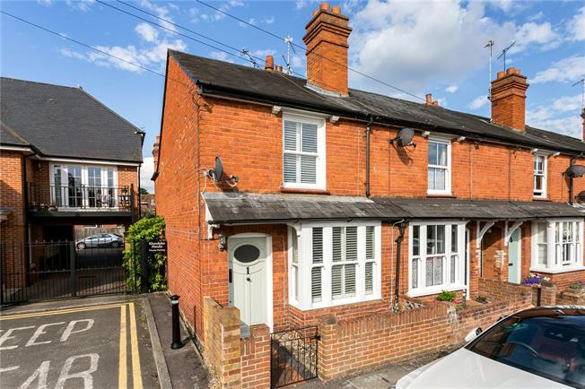 Guide Price £500,000, 2 Bedroom End of Terrace House For Sale in Marlow, SL7
