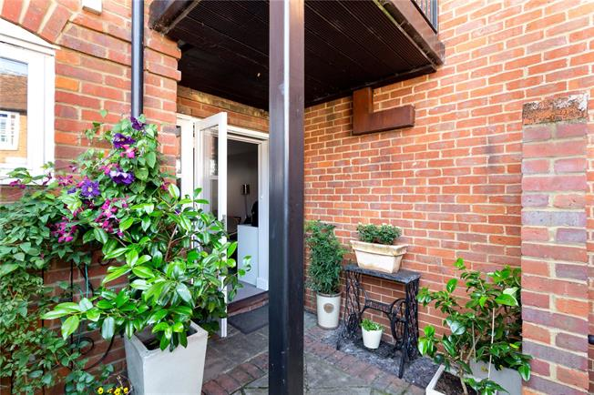 Guide Price £310,000, 1 Bedroom Flat For Sale in Marlow, SL7