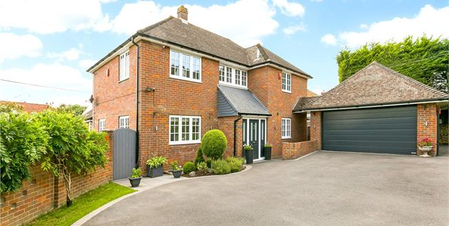 Guide Price £1,250,000, 4 Bedroom Detached House For Sale in Marlow, SL7
