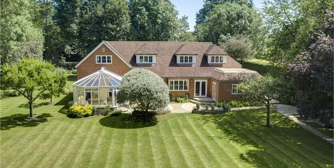 Guide Price £2,250,000, 5 Bedroom Detached House For Sale in Hurley, SL6