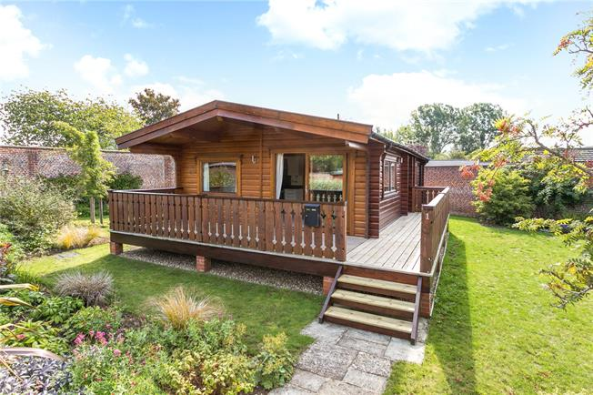 Guide Price £289,000, 2 Bedroom Bungalow For Sale in Marlow, SL7