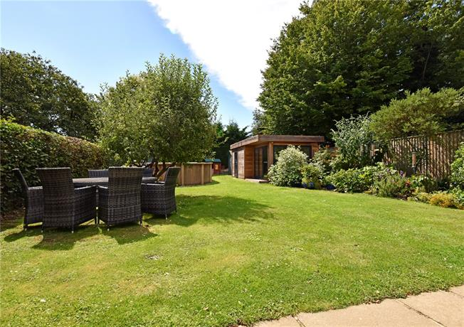 Guide Price £1,400,000, 5 Bedroom Detached House For Sale in Frieth, RG9
