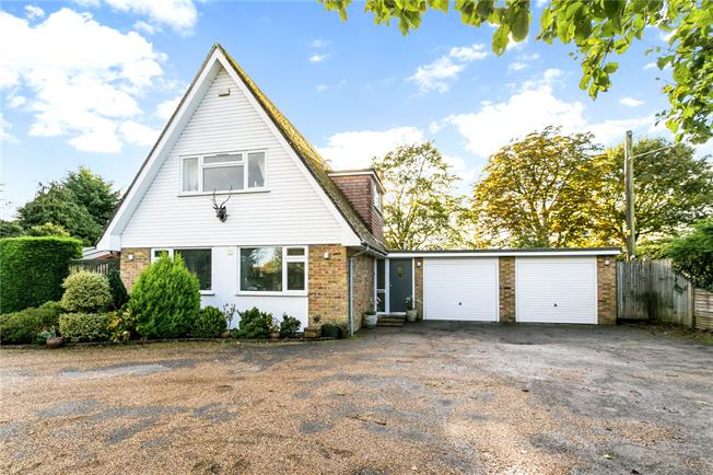 Guide Price £725,000, 2 Bedroom Detached House For Sale in Ibstone, HP14