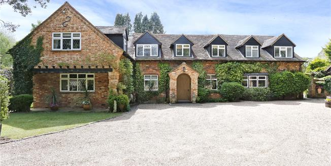 Guide Price £1,575,000, 6 Bedroom Detached House For Sale in Marlow, Buckinghamshire, SL7