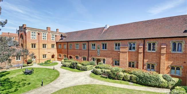Guide Price £625,000, 4 Bedroom Flat For Sale in Upper Woolhampton, RG7
