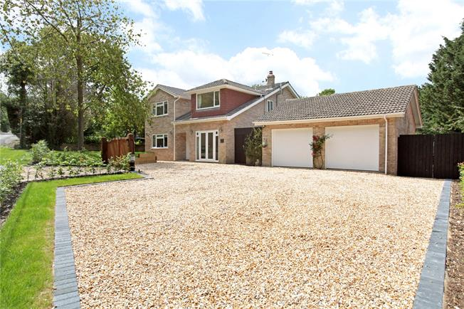 Guide Price £825,000, 5 Bedroom Detached House For Sale in Burghclere, RG20