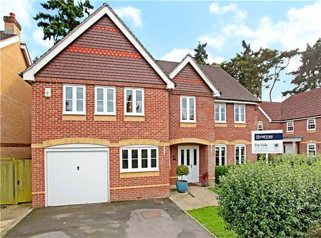Guide Price £669,950, 5 Bedroom Detached House For Sale in Berkshire, RG14