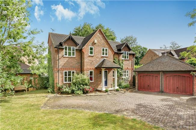 Guide Price £875,000, 5 Bedroom Detached House For Sale in Burghfield, RG30