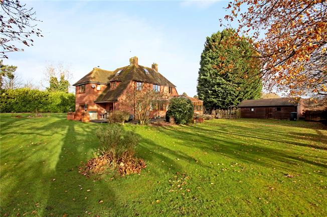 Guide Price £750,000, 4 Bedroom Detached House For Sale in Newtown Common, RG20