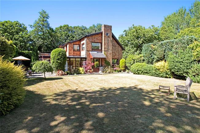 Guide Price £850,000, 5 Bedroom Detached House For Sale in Cold Ash, RG18