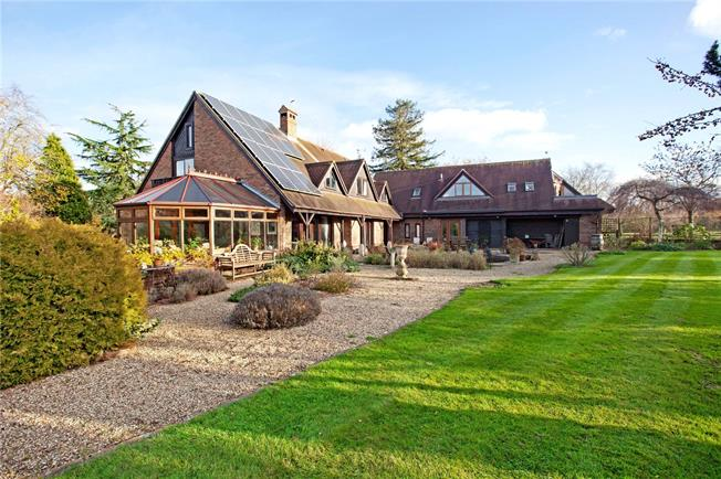 Guide Price £1,350,000, 5 Bedroom Detached House For Sale in Padworth Common, RG7